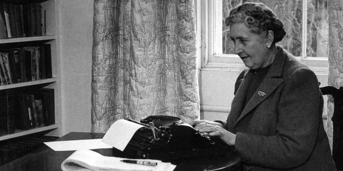 Agatha Christie, daktilo başında...