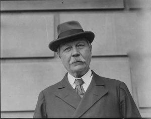Sherlock Holmesun yaratıcısı Sir Arthur Conan Doyle...