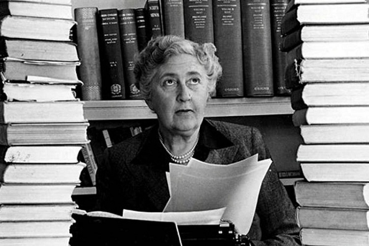 Polisiyenin Kraliçesi Agatha Christie