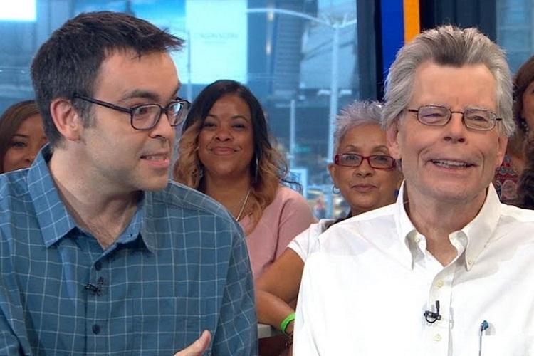 Stephen King, oğlu Owen ile birlikte...